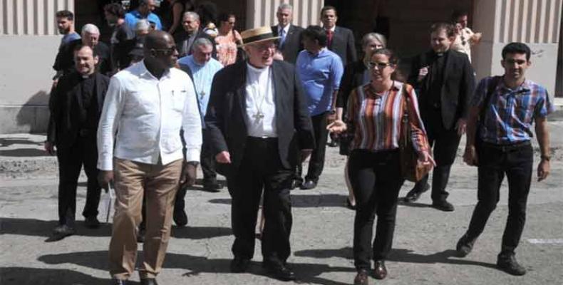 Arzobispo de Nueva York visita la Escuela Latinoamericana de Medicina, en La Habana