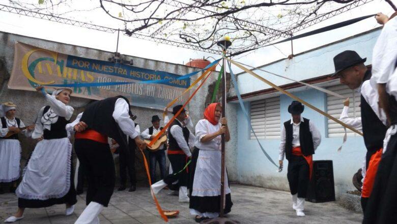 La Danza Isleña de Pozas con más de 90 años de vida,  recibe homenaje por el día internacional del arte danzario