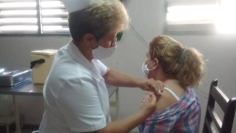 Candidato vacunal antiCOVID-19 Abdala llega a brazos de cabaiguanenses (+ fotos)