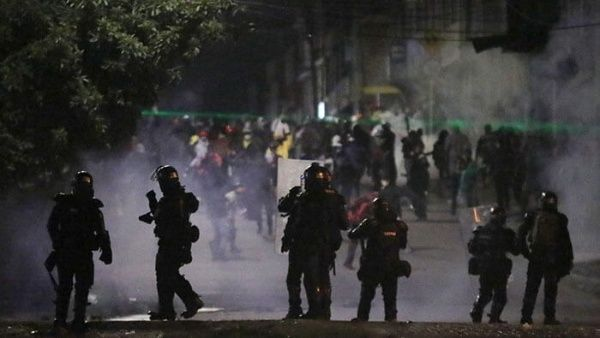 Bogotá vive intensa noche de represión por escuadrón Esmad
