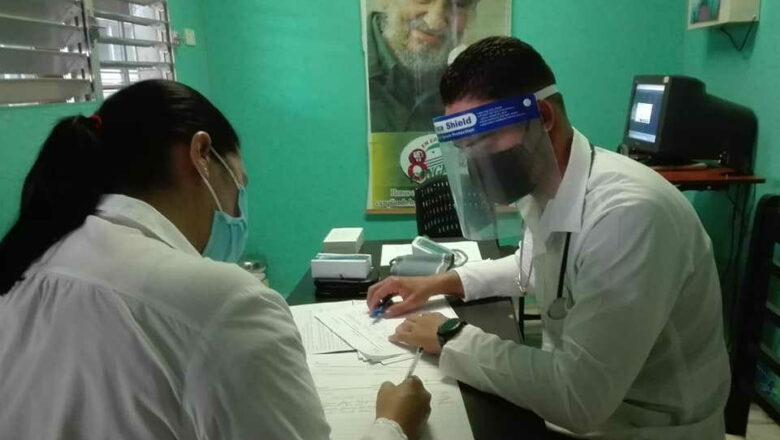 Sancti Spíritus: Inició vacunación anti COVID-19 al personal de la Salud con candidato vacunal Abdala (+fotos)