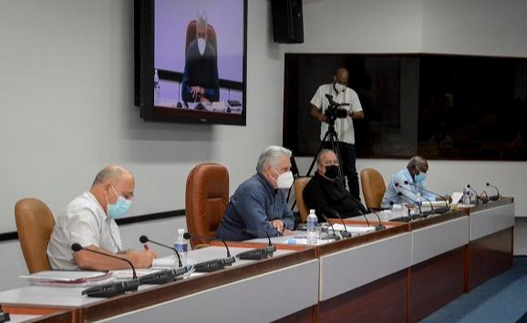 Presidente cubano en la reunión con gobernadores