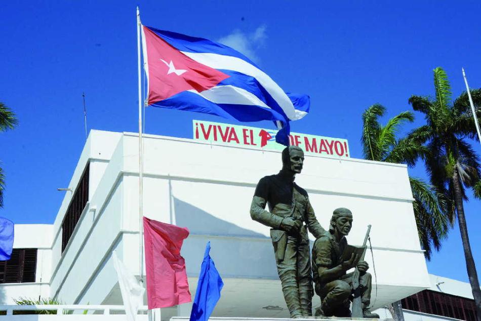 Aunque extrañamos el desfile en las plazas, los cubanos todos buscamos formas inteligentes y novedosas para celebrar la efeméride.